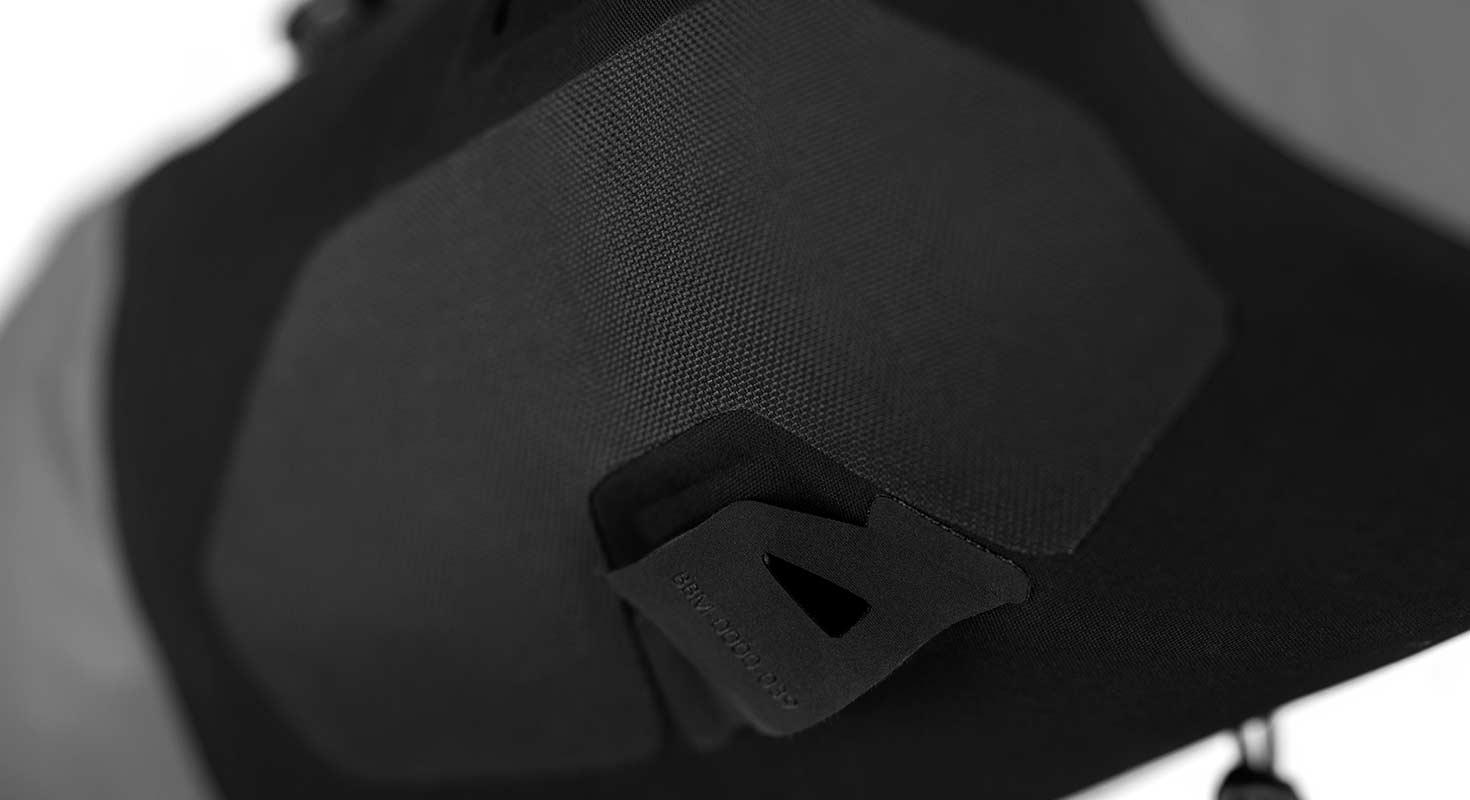 apidura-backcountry-handlebar-pack-feature-abbrasion-patch.jpg